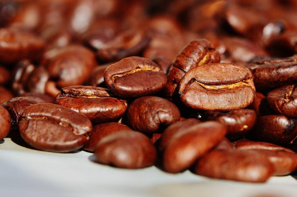 Image d'un amas de grains de café.